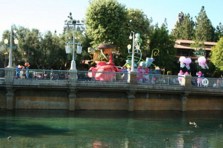 Pixar Play Parade makes its way along the Entertainment Corridor