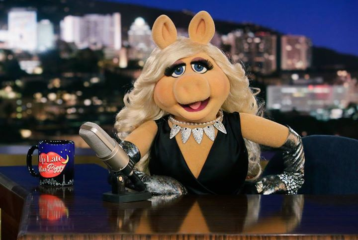 Miss Piggy to Interact with Fans on Facebook