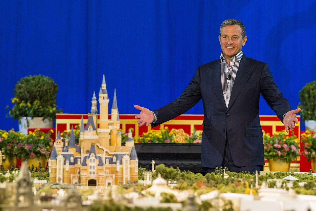 Image_SHDR_Bob-Iger-and-Shanghai-Disneyland-Scale-Model