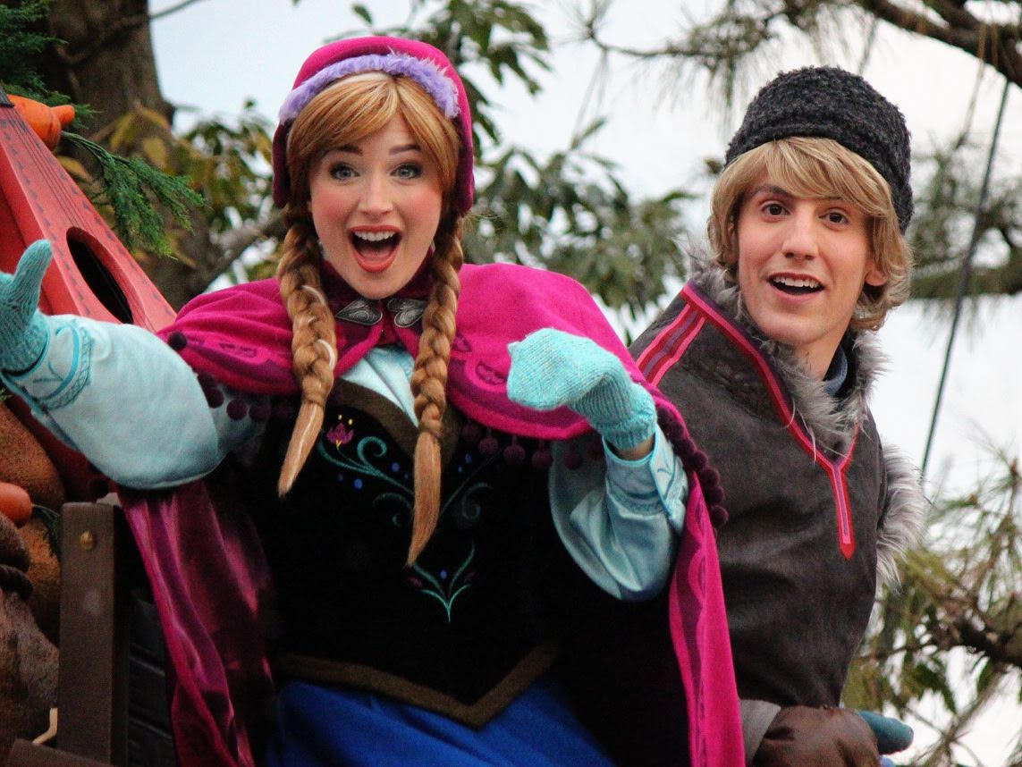 This is How Anna and Elsa Let You Know You're at Tokyo Disney