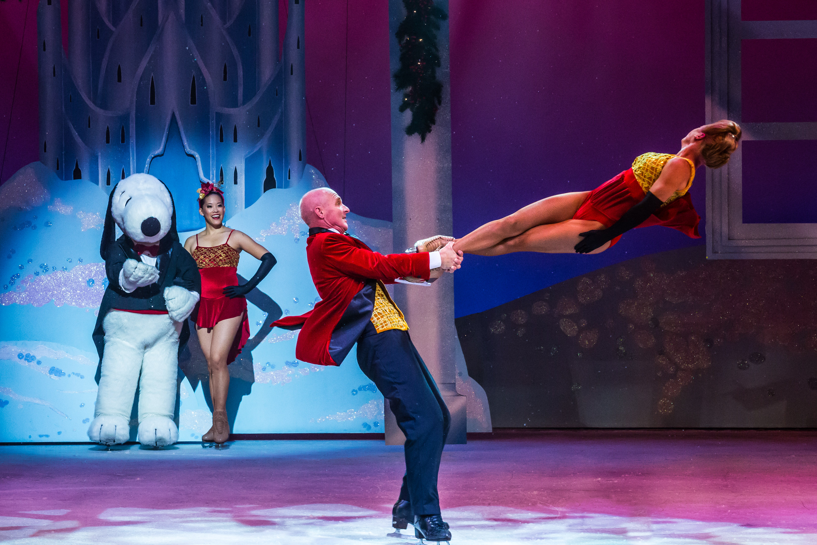 Skilled ice skaters thrill the audience, and Snoopy! (Courtesy of Knott's)