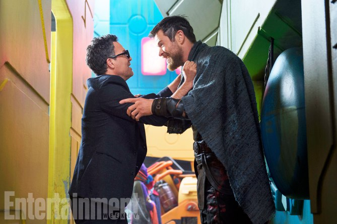 "EW Gives First Look at ""Thor: Ragnarok"" with On-Set Photos"