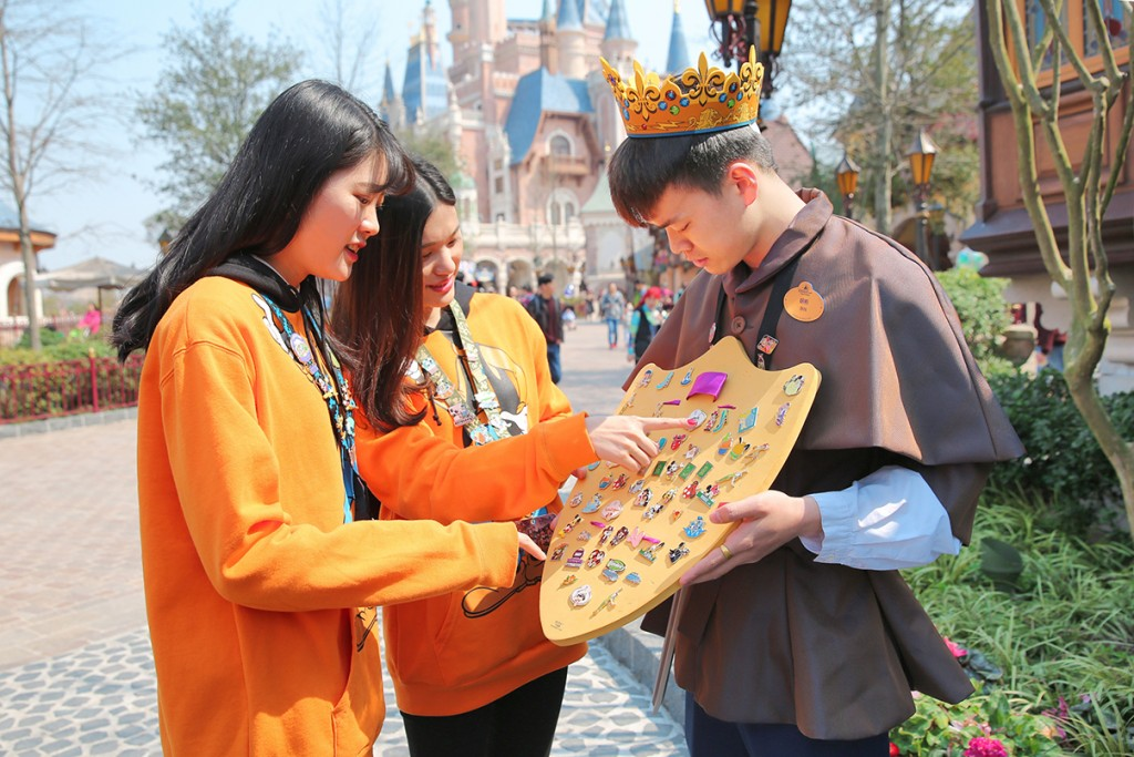 Pin Trading Fun Day Comes to Shanghai Disneyland