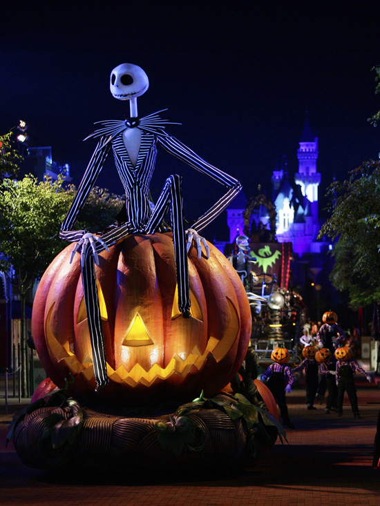 Disney Extinct Attractions: Mickey's WaterWorks, Glow in the Park, and Let It Snow Parades
