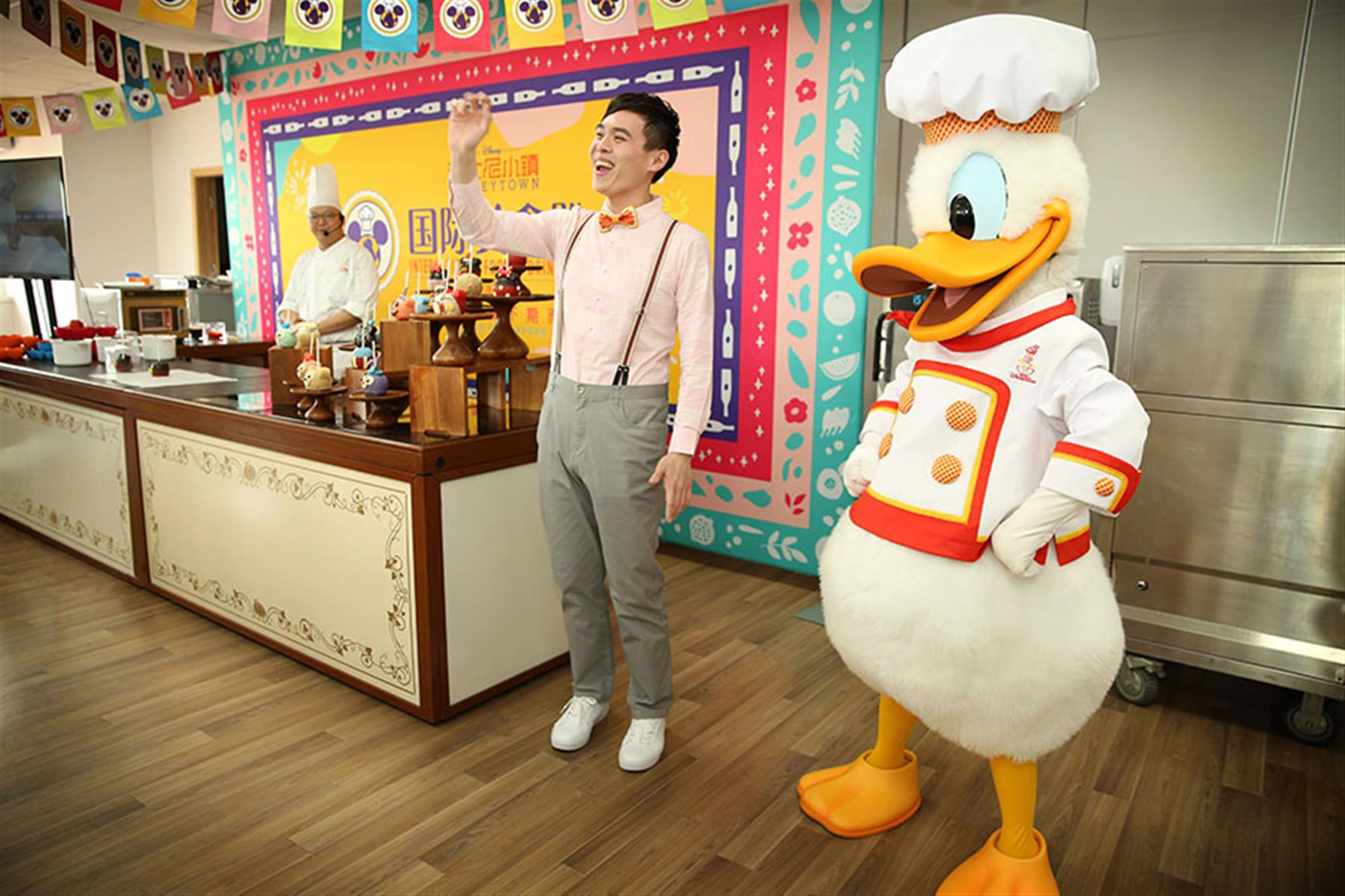 The daily Disney Chef Cooking Show at Disneytown's Lakeshore Lawn