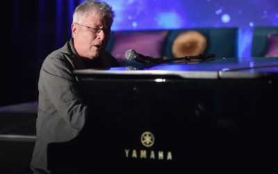 """Video: Composer Alan Menken Performs Musical Medley Featuring Songs From """"Aladdin,""""  Many Others"""