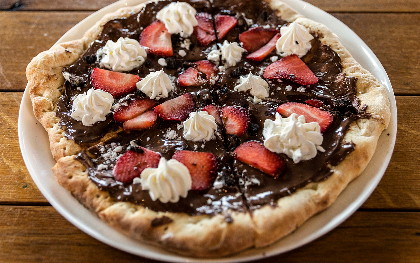 nutella pizza at red oven in Universal Citywalk