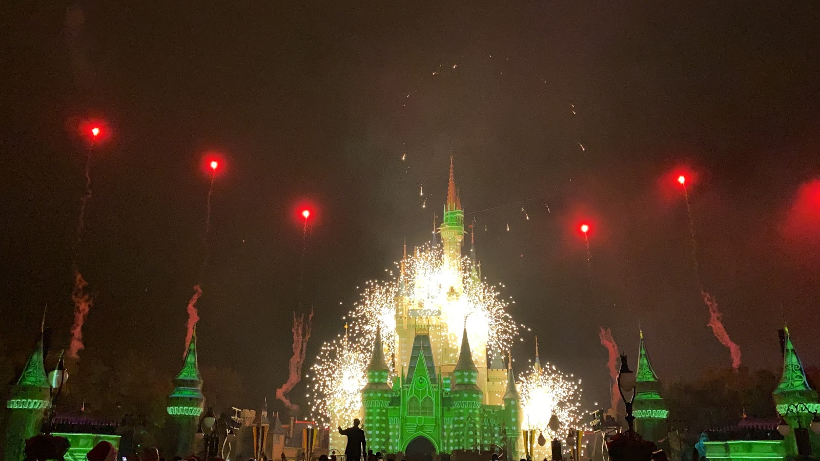 Video: Minnie's Wonderful Christmastime Fireworks at Mickey's Very Merry Christmas Party