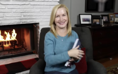 "Angela Kinsey Reads a ""Frozen"" Story About Olaf on Disney's YouTube Channel"
