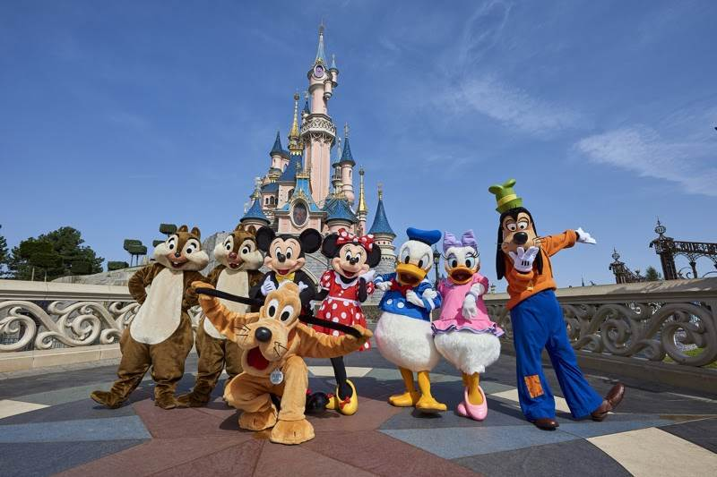 Disneyland Paris Prepares For Reopening With New Character Moments Selfie Spots Laughingplace Com