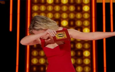 """Press Your Luck"" Exclusive Clip: Elizabeth Banks Dabs"