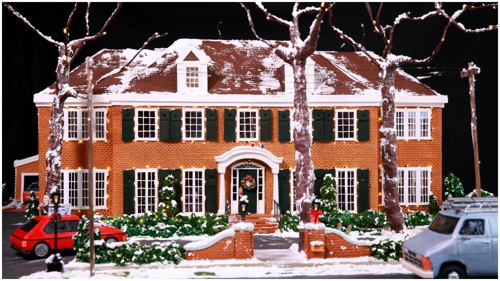 """""""Home Alone"""" Gingerbread House Created for Film's 30th ..."""