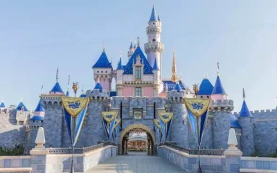A Bipartisan California Bill Aims to Speed up Reopening Disneyland and Other Theme Parks